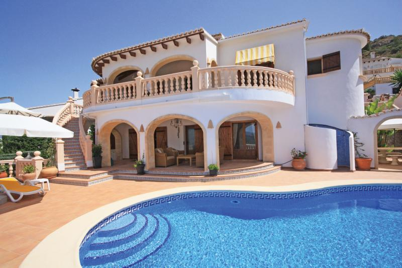 Buying or selling, Select Villas specialise exclusively in property sales in the Moraira area