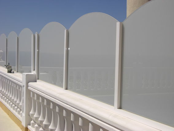 LUX-AL offer fences and pool surrounds in tough tempered glass with or without a milky finish for your privacy and safety