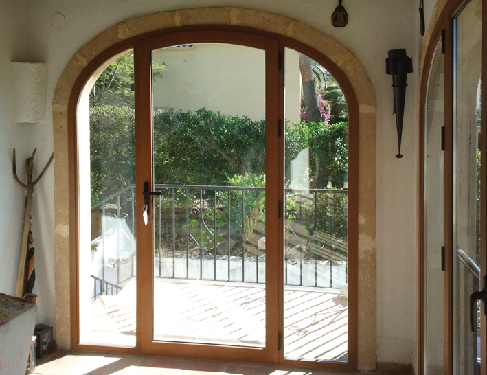 LUX-AL for beautifully finished arched doors, many finishes, styles and colours to choose from