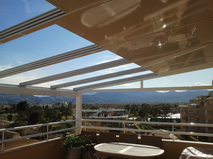 Retractable roofs available with LUX-AL
